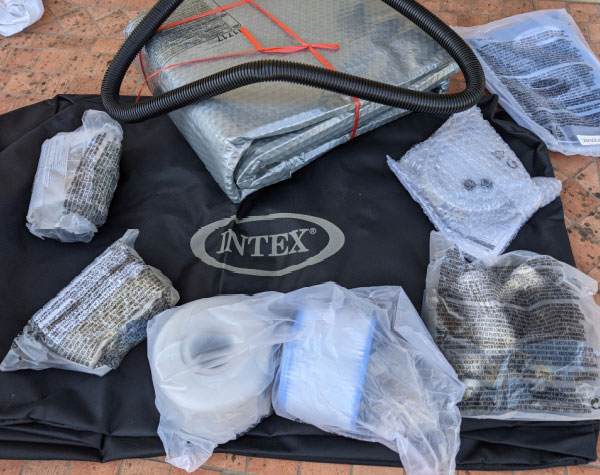 Accessoires fournis avec le Spa Intex